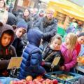 Oberhausener Schüler erkunden den Wochenmarkt